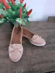 Vendo sandálias femininas.