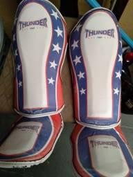 Caneleira Thunder modelo Capitão América