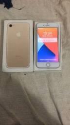 Vendo iPhone 7 de 32 gb com caixa e carregador