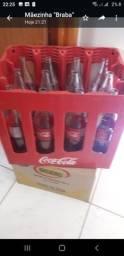 Título do anúncio: Garrafeira de Coca-Cola retornável de 1L +12 garrafas