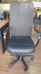Cadeira de tela com regulagem de altura