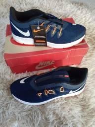 Sapatos masculinos Nike. Novo
