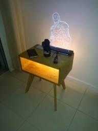 Criado mudo de Pallet com iluminação e tomada