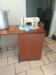 Maguina de costura 200 reais