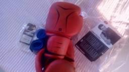 Luva de boxe e faixa mão