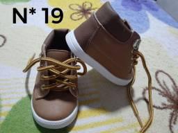 Sapatos novos para Menino