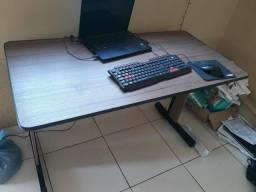 Mesa escritorio em ouro preto