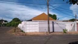 Casa com Piscina na Vila Jacy - oportunidade