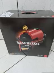 Cafeteira Nespresso nova na caixa