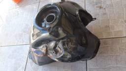 Tanque e peças de moto original 2018 estragadas