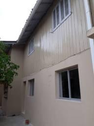 Casa 5 quartos, 3 banheiros, duas salas, cozinha e área de serviço e 2 vagas de garagem.