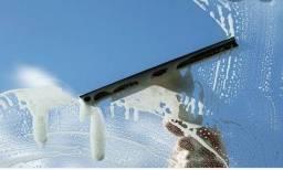Título do anúncio: Limpeza de vidros e faxinas em geral