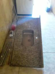 Bancada de granito com cuba de aluminio e movel de banheiro com cuba de sobre por ..