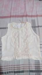 blusa branca estilosa