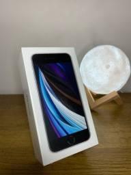 Título do anúncio: iPhone SE 2020 128 ? LACRADO E TODOS ACESSÓRIOS