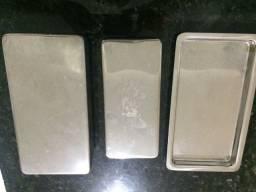 Bandeija e duas caixas em aço inox para esterelização