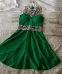 Vestido de festa em cetim verde com bordado prata