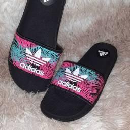 Chinelo slide Adidas