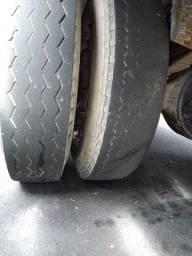 Dois pneus quebra galho 900-20