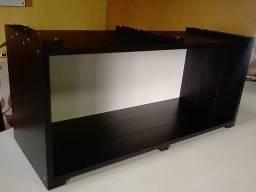 Nicho em madeira, na cor preta e branco. Med. 80x36x30cm.