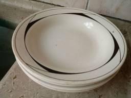 7 pratos ( 4 fundos + 3 rasos) semi novo