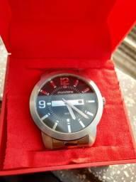 Vende-se este lindo relógio . (Original.)