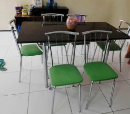 Mesa de mármore com 6 cadeiras