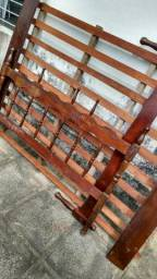 Cama de Casal em madeira de lei