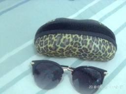 Par de óculos de sol feminino