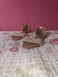 Sandália dourada nova