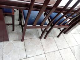 Mesa de jantar de madeira foi pintada com 6 cadeiras aceito cartão