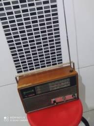 Rádio Sonorous dê madeira antigo
