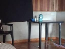 Mesa com 4 cadeiras ,geladeira, cama box casal ,cama box solteiro, é umas louças