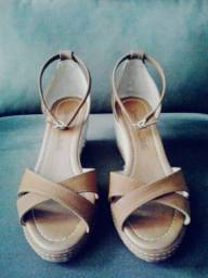 Vendo: Sandália Feminina - Marca: Renata Mello - Tamanho: 34 Br E 6cm De salto (Nova)