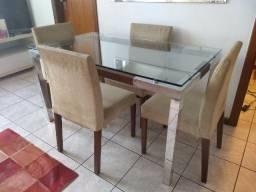 Mesa c/ 4 cadeiras e aparador