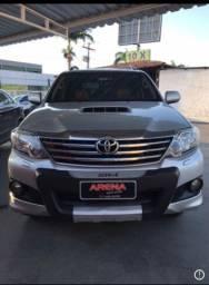 Toyota Hilux sw4 SRV D4 4x4 3.0 TDI dies 7 lugares