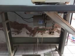 Máquina de costura Interlock - Semi nova - Parcelo até 12x