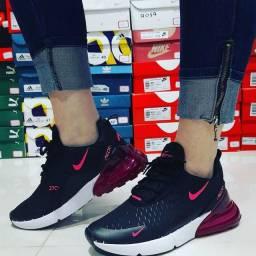 Tênis Nike Air 270 preto rosa