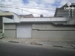 Casa à venda, com 3 quartos, sendo 1 suíte, no bairro Petrópolis em Caruaru-PE