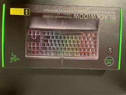 Teclado Mecânico gamer Razer Blackwidow Tournament Chroma