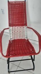 Cadeira de balanço novinha.