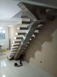 Título do anúncio: Escada de Concreto em Viga Central