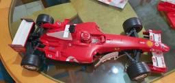 Ferrari F1 2004 escala 1/8 controle remoto