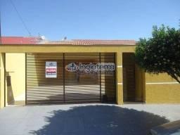 Casa com 3 dormitórios para alugar, 140 m² por R$ 2.200,00/mês - Santa Mônica - Londrina/P