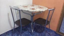 Mesa de vidro com 2 cadeira