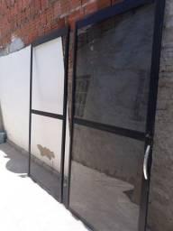 Título do anúncio: Porta de varanda / esquadria de alumínio.