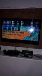 TV 32 pegadas no precinho.esta apenas com umas listras na tela