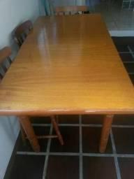 Mesa grande em madeira