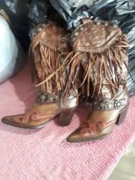 Vendo linda bota de couro n.37