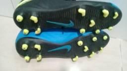Chuteira Nike tamanho 37 em ótimo estado